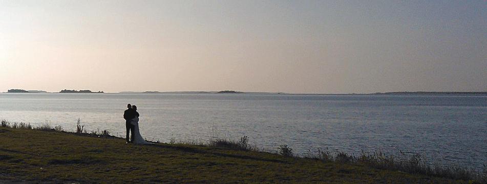 Lauantaina ainakin kahta hääparia kuvattiin Nallikarin kärjessä.