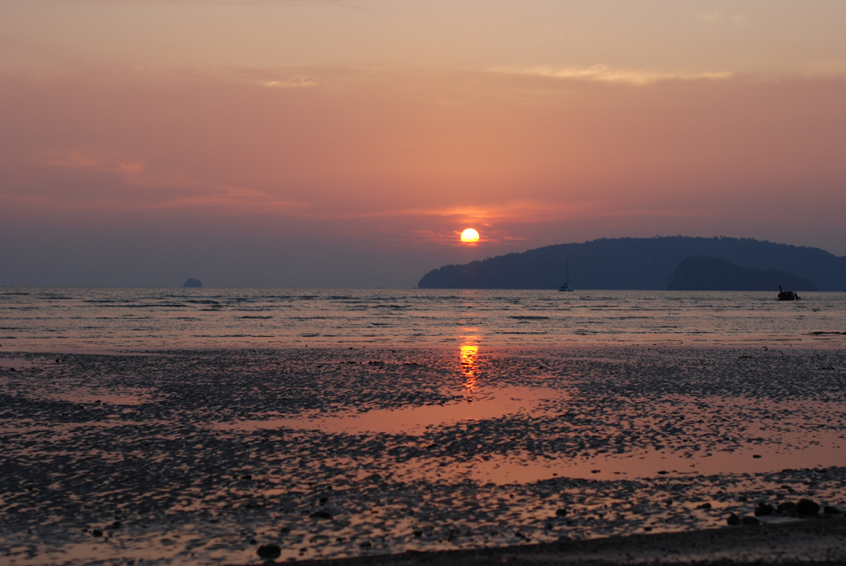 Auringonlasku Krabilla.