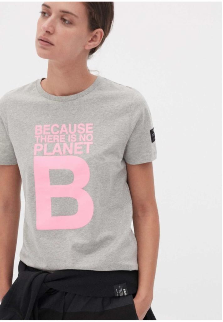 Ecoalfin valmistama T-paita sisältää vahvan statementin: Because ther is no planet B.