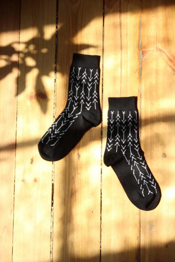 Noukin mustat sukat on valmistettu kierrätyspuuvillasta.